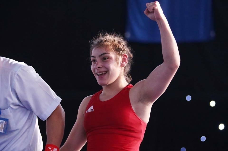 Cele două luptătoare de la CSŞ Târgovişte au obţinut rezultate bune la Campionatul Naţional de echipe juniori Rezultate bune şi totodată deloc suprinzătoare la Campionatul Naţional de echipe Juniori pentru două dintre cele mai talentate luptătoare de la Clubul Sportiv Şcolar Târgovişte. Maria Cioclea şi Diana Vlăsceanu, sportive antrenate de Cornel Cornea, au ieşit din nou în evidenţă, reuşind să urce pe prima treaptă a podiumului la competiţia care s-a desfăşurat weekend-ul trecut la Piteşti. Prima s-a impus la categoria 48 kg, iar cea de-a doua s-a clasat pe primul loc la categoria 67 kg. Cele două luptătoare continuă astfel să se impună la categoriile lor la concursurile naţionale. Maria Cioclea a fost cea mai bună la categoria 48 kg în cadrul competiţiei de la Piteşti